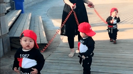 三胞胎妈妈, 带三个孩子玩耍, 真不容易!