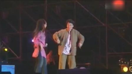 成龙与张惠妹同台飙歌, 大哥太厉害了, 调跑了还能跑回来