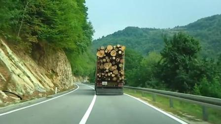 跟在这辆车后面, 你敢超车我算你牛