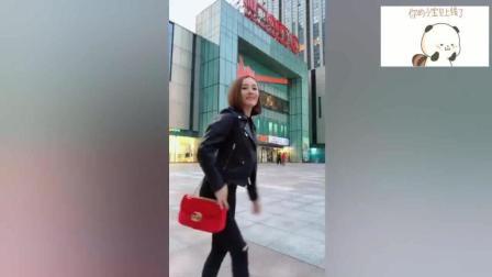 美女姐姐在广场漫舞, 路人都看直了!