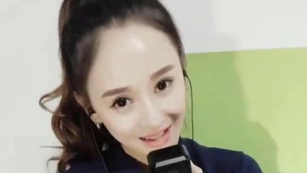 20岁美女演唱童话镇, 绕梁三日