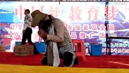 乞丐歌手唱《勿忘你》太投入, 中途做出不寻常的