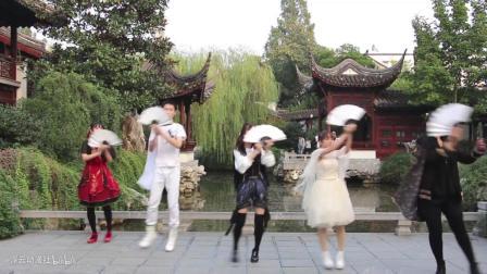 点击观看《一群年轻的妹子 在古色古香的庭院 跳古典舞 好符合的意境舞》