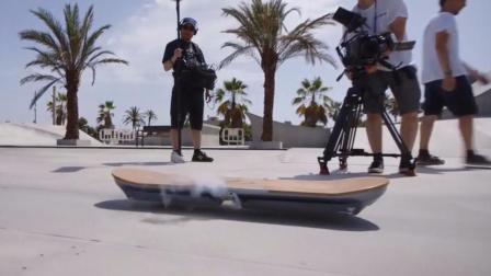 天天玩滑板,你见过会飞的滑板吗?跑着跑着就飞了!