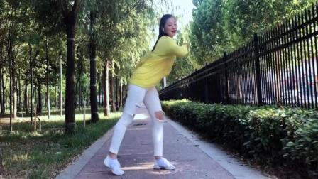 点击观看《串烧鬼步舞 41步加小九连 喜欢的转发哦青青世界广场舞》