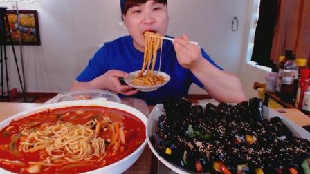 韩国大胃王donkey弟弟吃超大碗辣汤面和紫菜包饭, 大口吃的太馋人了