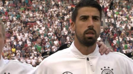 这下尴尬了!沙特球员遇巨人型球童 德国小女孩抢戏成功