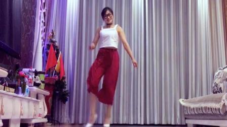 网红丹丹的经典66步你学吗 重低音英文慢摇DJ 青青世界广场舞