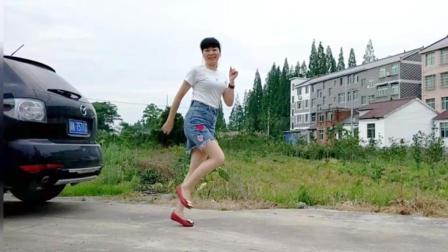 点击观看《麦芽广场舞 妹妹不哭 20步鬼步舞手把手舞蹈教学分解视频》
