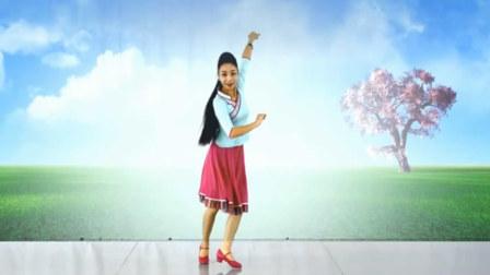 点击观看《北京艺莞儿广场舞 歌在飞情再追 正背面演示 动作分解舞蹈教学》