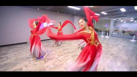 点击观看《古典舞 牡丹颂 雍荣华贵照丹心 一生一世做花魁》