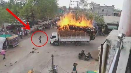 大货车突然起火, 为避开人群, 司机冒死开出闹市, 为他点赞!