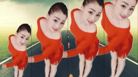 点击观看《青青世界广场舞 TocaToca  流行现代舞教学分解 正背面示范 好看》