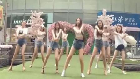 世界杯火热开赛中, 啦啦队美女们也没有停, 太带