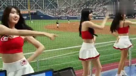 瑞典队赢得了比赛, 啦啦队美女们开心的大秀热舞