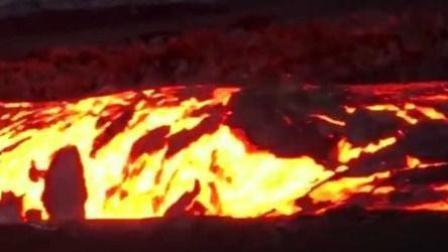 实拍夏威夷火山岩浆奔流