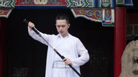 点击观看《双生并蒂 中国舞 仙风道骨一男子续写侠骨柔情一情缘》