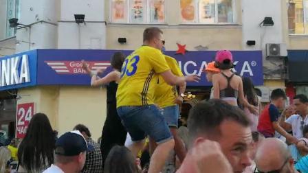 墨西哥瑞典球迷才艺比拼