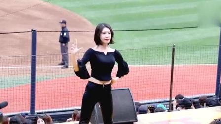 啦啦队: 韩国棒球队的啦啦队美女真的不是不一样