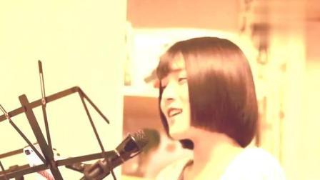 最近这位美女在网上又火, 她翻唱的这首歌, 听过