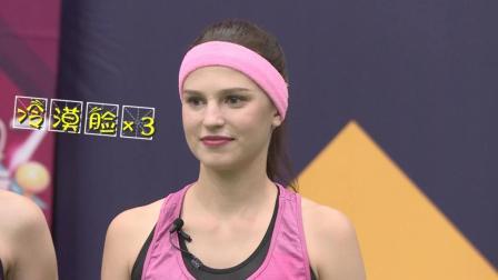 俄罗斯美女台上台下双重人格: 看到帅哥不知所措