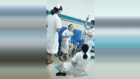 这是哪个科的护士, 先扣她俩月工资再说