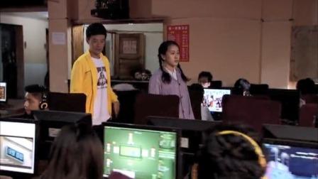 农村女孩第一次用网络,不玩游戏只关心父亲的腰病治疗方法,孝顺