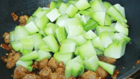 地地道道的农家美食: 佛手瓜烧肉, 味道很棒口感也不错