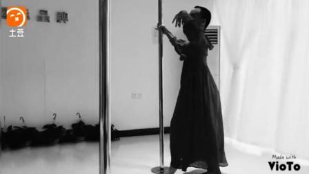 一个男生可以把古典钢管舞跳出这么美的感觉,