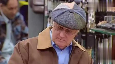 国外爆笑恶搞: 绅士男人在商店试穿高跟鞋, 顾客