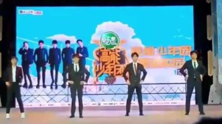 高能少年团: 王俊凯、杨紫、张一山现场跳C哩C哩