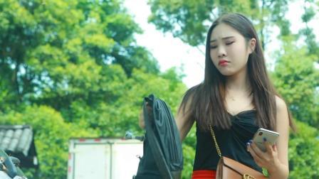 美女捡到贵重包包联系失主, 失主说的话却让她傻