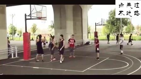 公园桥下乐园, 竟有个篮球场, 充满了热爱篮球的