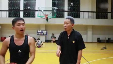 扫地老头打篮球装逼, 结果完爆年轻人。