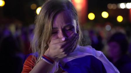 俄美女赛后失声痛哭 仍不忘给球队打Call:你们是