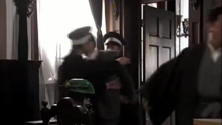 警察暗中助力搜查日本商社,刘三翻墙销毁烟土