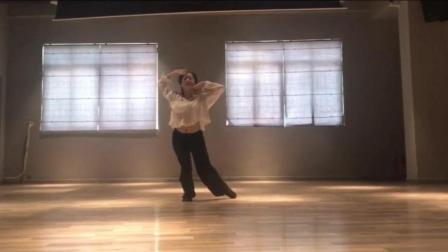 点击观看《练习室版一个人古典舞 凉凉 三生三世 十里桃林》