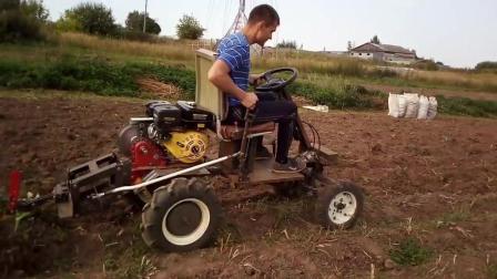 国外小伙自己组装了一台耕地机, 看看工作效率如