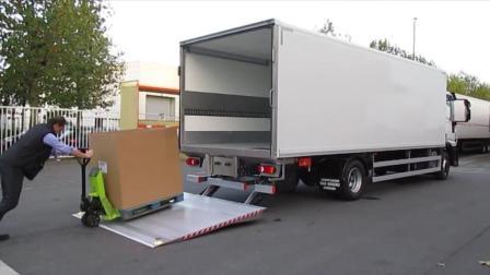 看看国外的货车是如何装卸货物的? 太先进了!