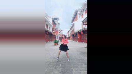 小姐姐一段热舞, 网友: 简直就是一迷人的小妖精