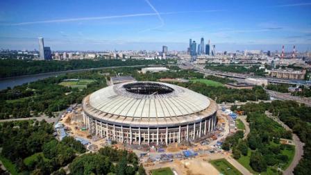 世界杯最大体育场: 可容纳10万人, 光工作人员就