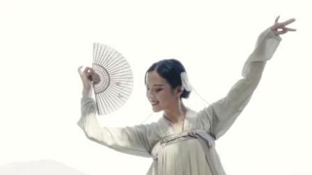 点击观看《单色舞蹈 古典美人舞动佳人 一颦一笑似老婆》