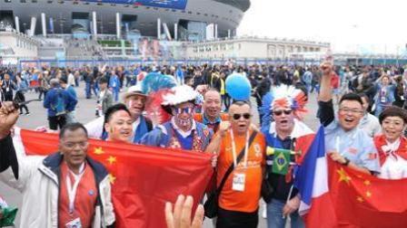 中文走红世界杯 各国球迷齐说加油