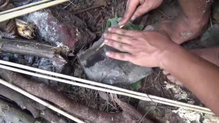 丛林生存者 第七集 弓箭 野外求生必备技能  制作一把弓箭狩猎