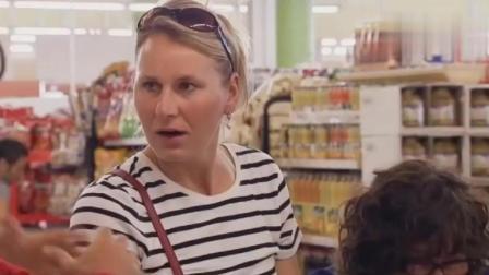 国外搞笑恶作剧: 太太们逛个超市被整蛊, 真是哭