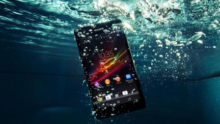 手机掉水里怎么办? 跟手机维修点老板学了一招, 简单又有效, 实用生活小妙招