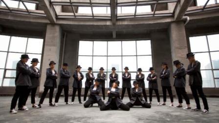点击观看《单色舞蹈 经典就是经典,天王的舞台永不落幕!》