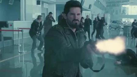 当这哥仨拿机关枪疯狂扫射时: 影迷们全部都沸腾