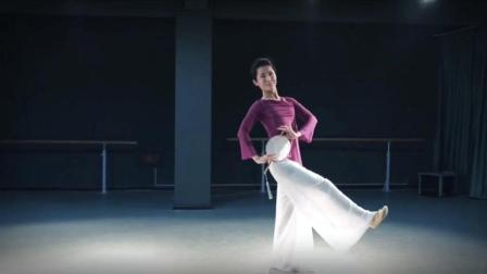 点击观看《古典舞 问情 山川载不动太多悲哀 岁月经不起太长的等待》