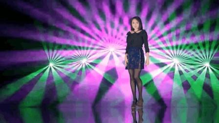 点击观看《长腿美女跳韩舞, 估计和灯光师有仇》